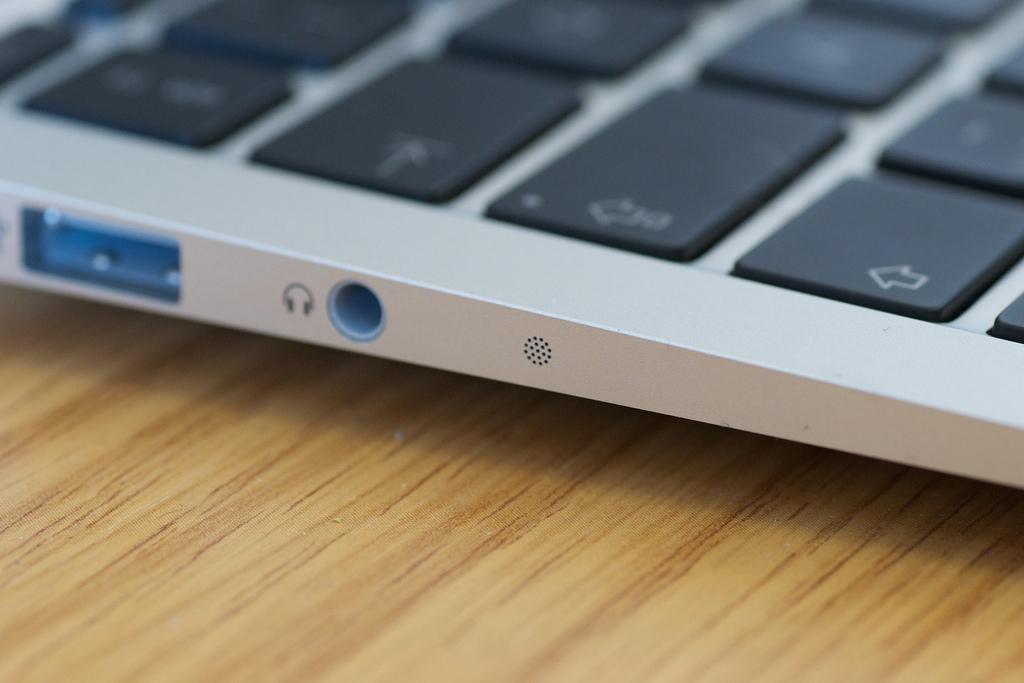vertical line on macbook air screen